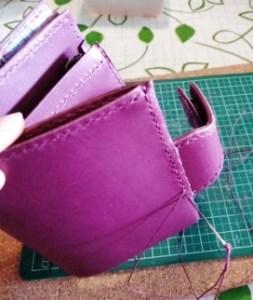 財布の左側を縫う