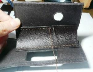 中央仕切りを縫いつつける