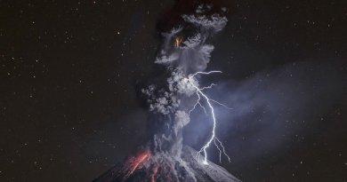 знімок виверження вулкана Коліма