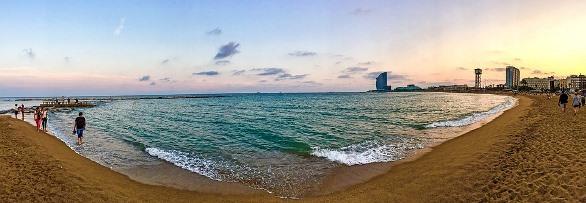 Пляж у Барселоні