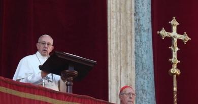 Папа Римський на Різдво помолився за мир для України