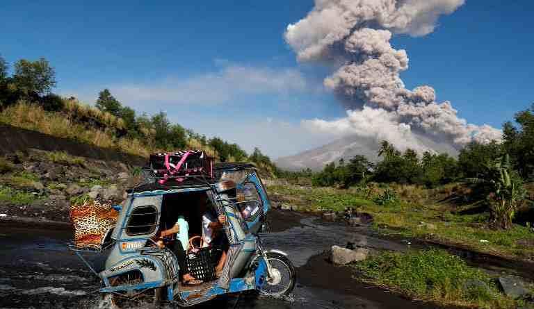 Виверження вулкана Майон триває