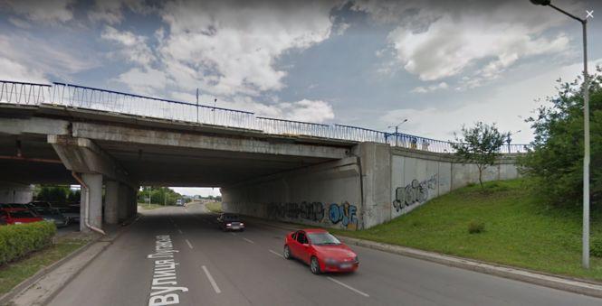 У Львові дівчина вижила після стрибка із Сихівського мосту