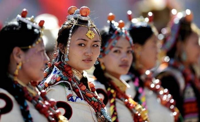 У Тибеті дівчина стає дружиною усіх братів у родині