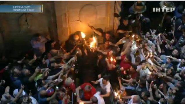 Благодатний вогонь знову зійшов у Храмі Гробу Господнього