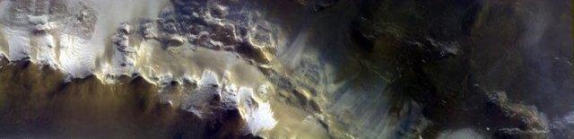 Trace Gas Orbiter передав кольорові знімки Марса