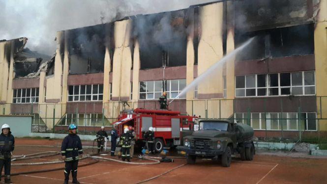 У Львові загорілися споруди спорткомплексу СКА