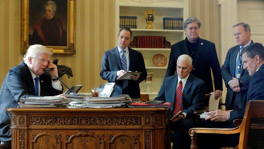 Дональд Трамп в овальному кабінеті Білого дому