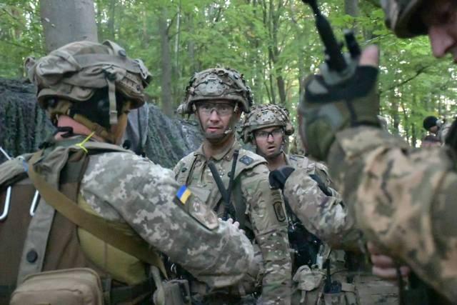 Десантники ЗСУ знешколи американський спецназ