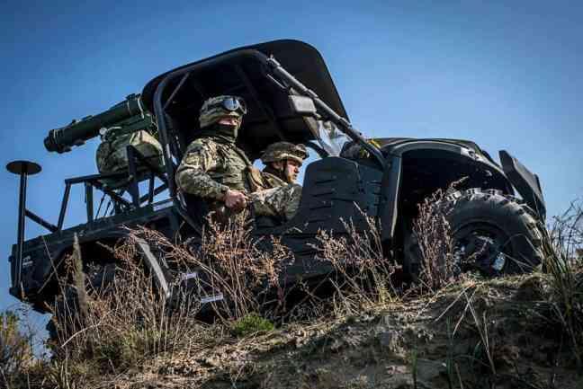"""Українські """"Стугни"""" встановили на американські всюдиходи"""