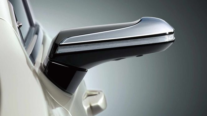 Lexus ES без дзеркал заднього виду
