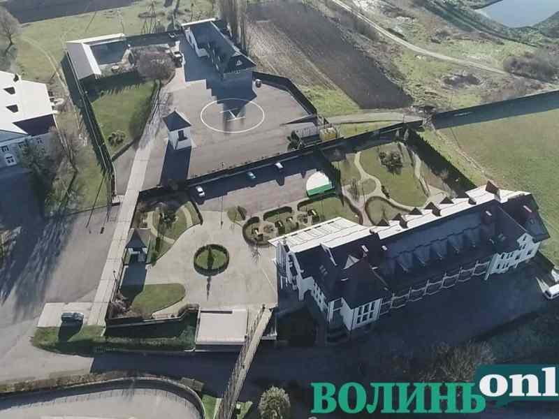 У монастирі куми Медведчука виявили вертолітний майданчик