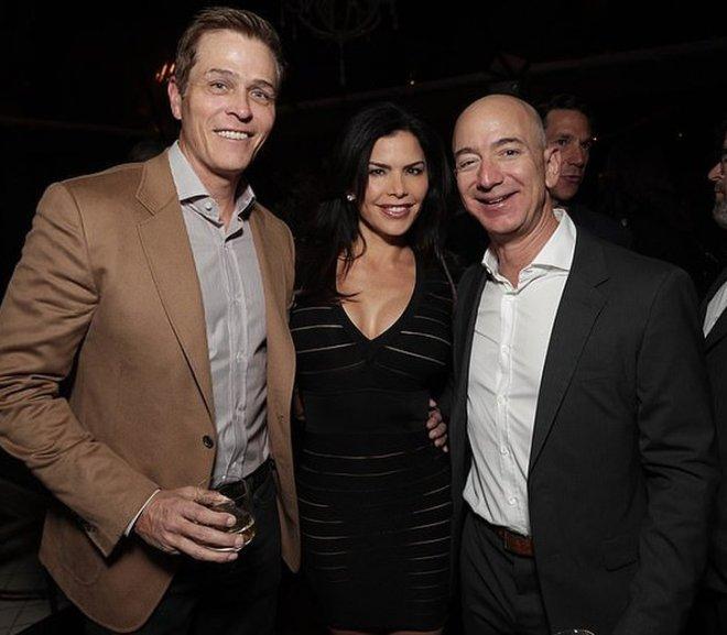 Власник Amazon подав на розлучення через коханку