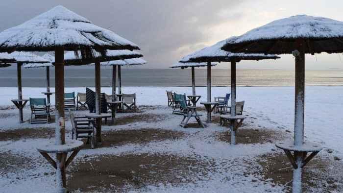 Пляж в містечку Артеміда