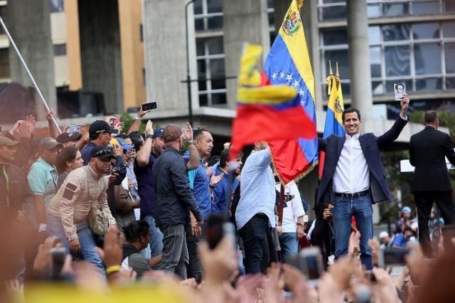 Хуана Гуайдо і прихильники