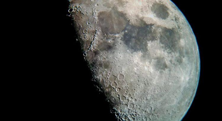 Супутник Землі Місяць