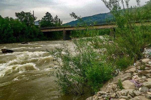 Підйом води у річках України