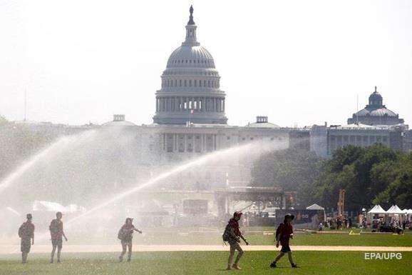 Майже половина американців потерпають від аномальної спеки