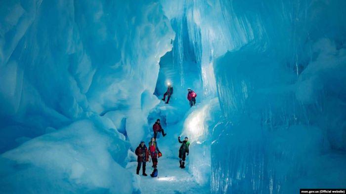 Печера в Антардтиді