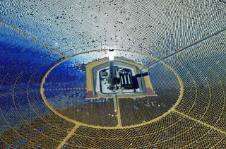 Сонячна електростанція Айванпа (Ivanpah) в пустелі Мохаве