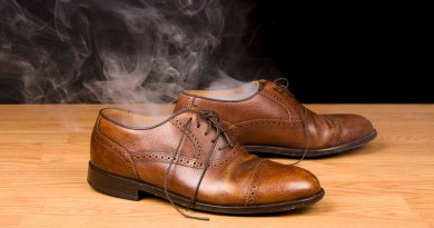 Як вивести запах із взуття