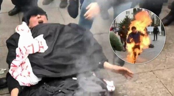 Чоловік підпалив себе біля Офісу президента - відео