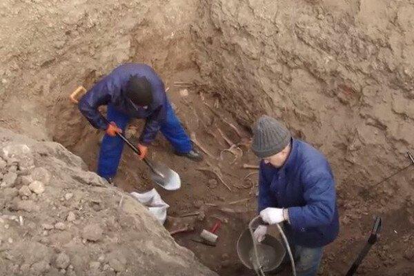 У Дніпрі викопали сотні могил для померлих від коронавірусу