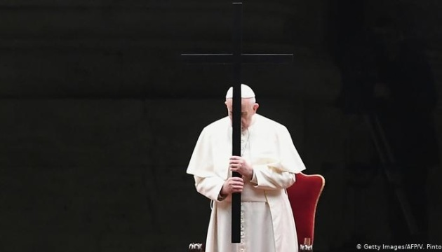 Папа Франциск здійснив Хресну ходу на площі Святого Петра