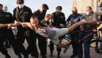 Затримання демонстранта у Мінську