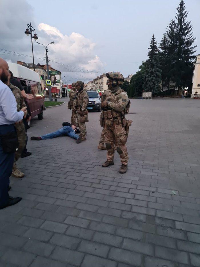Терорист у Луцьку здався сам - відео