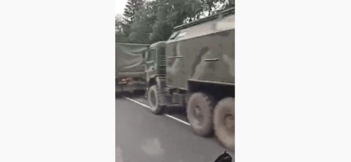 військова колона в Смоленській області - відео