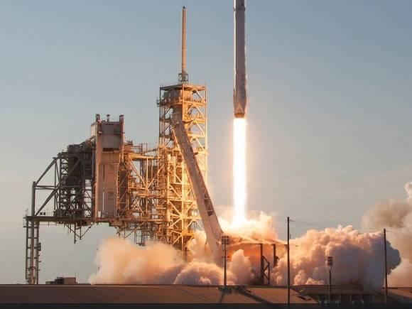 Компанія SpaceX вивела на орбіту корабель з екіпажем астронавтів-аматорів