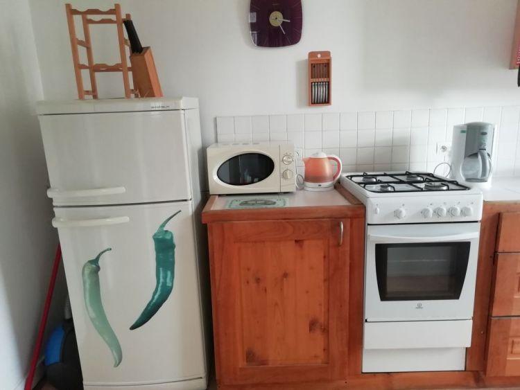 appartement, felletin, équipé de réfrigérateur congélateur, micro-ondes, four à gaz avec plaques de cuisson
