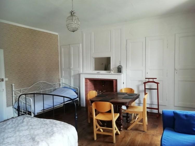 chambre avec lit supplémentaire et table pour 4 personnes, Felletin