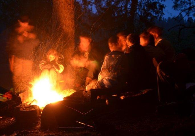 Sankthansnatt ved bålet. Foto: Trond Hulløen