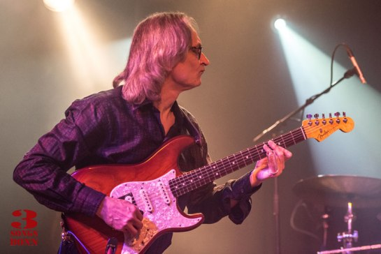 Slide in silouhette - Sonny Landreth