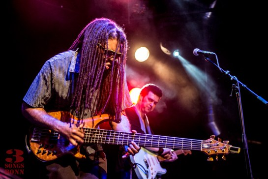 Cool man, cool bass guitar, Darryl Phillips