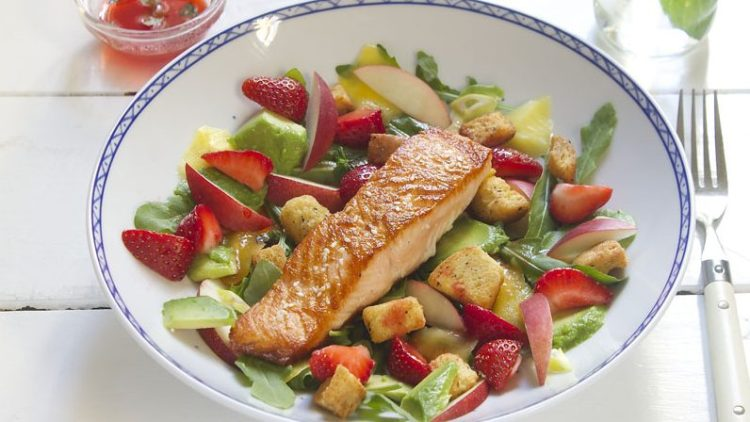 Laks med jordbærsalat