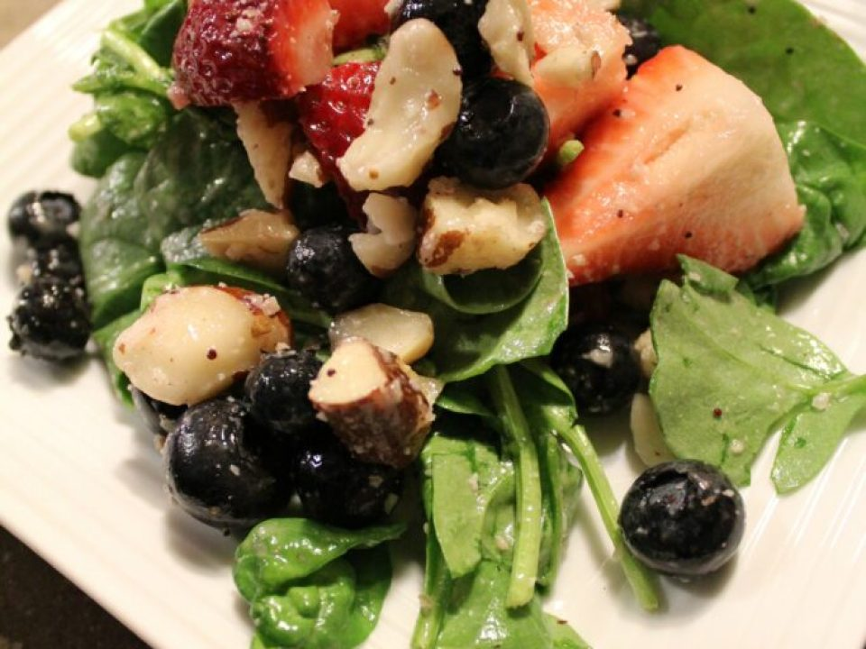 Fresh Berry Spinach Salad: 3ten.ca