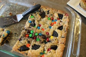 M&M and Oreo Cookie Squares: 3ten.ca