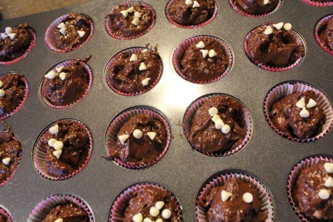 Nutella Stuffed Cupcakes: 3ten.ca #cupcakes #nutella #baking