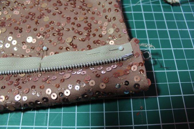 Skirt to Clutch: 3ten.ca #sewing #fashion