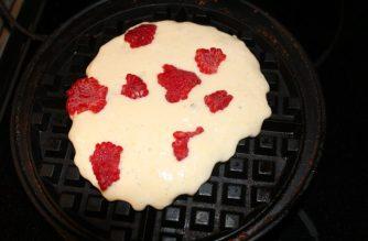 Raspberry Nutella Waffles: 3ten.ca #nutella #waffles #breakfast