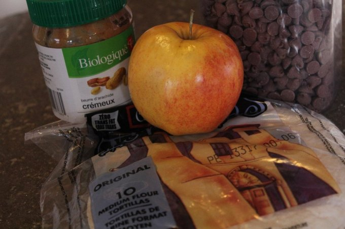 Apple Peanut Butter Burrito: 3ten.ca #breakfast #peanutbutter