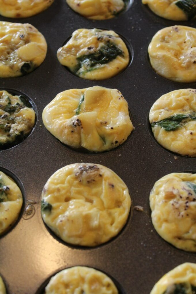 Spinach and Onion Egg Bites: 3ten.ca #eggs #breakfast #quickandeasy