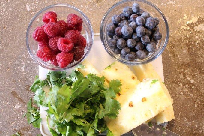 Berry Pineapple Juice: 3ten.ca #juice #12daysofjuice #juicing