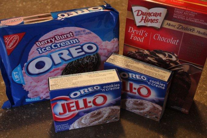Oreo Poke Cake: 3ten.ca #oreo #cake