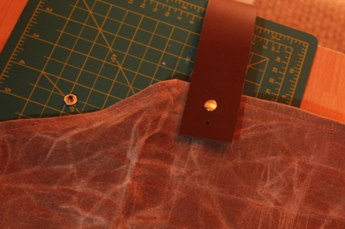 Woodworking Apron: 3ten.ca #diy #waxedcotton