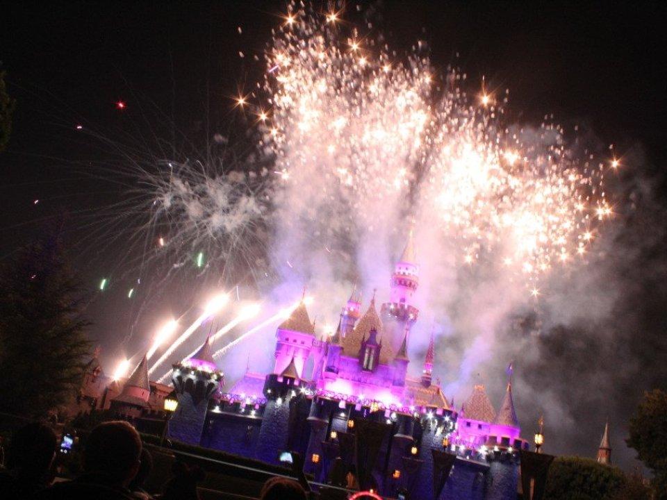 Disneyland Fireworks: 3ten.ca