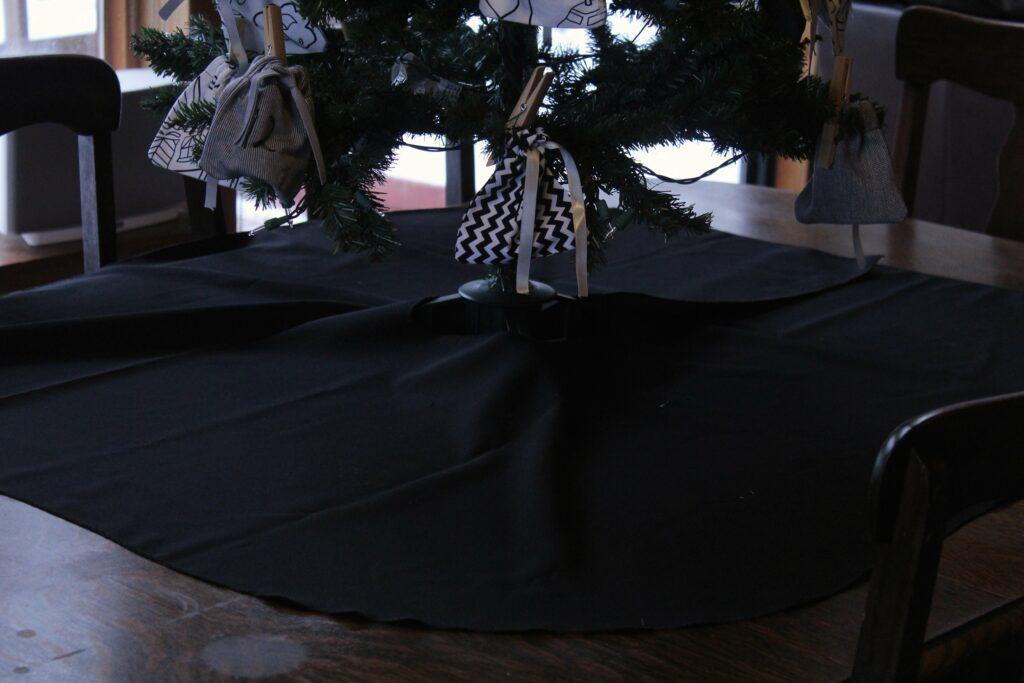 Tree Skirt: 3ten.ca